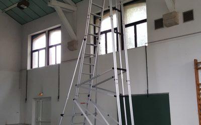 Des échelles roulantes Esca dans les gymnases